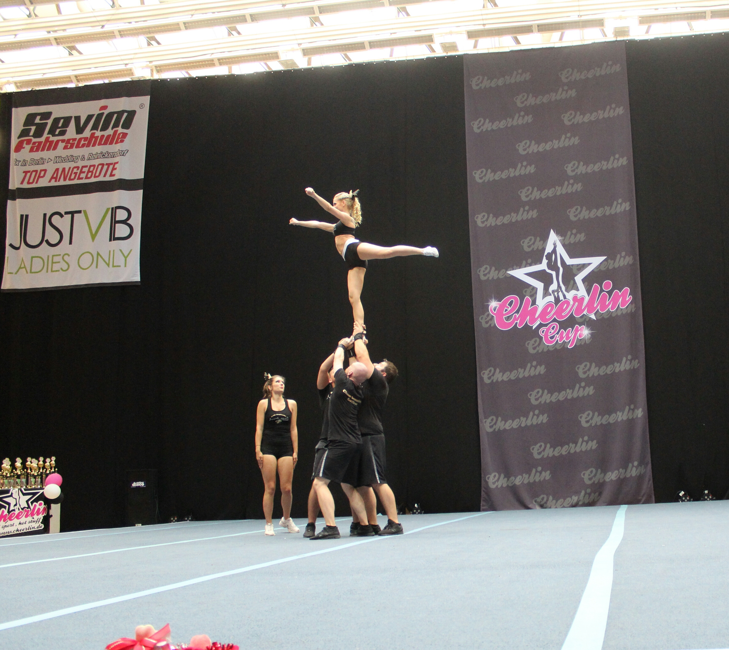 Cheerlin Cup Gold Explosion
